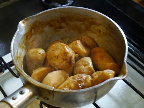 里芋、ここまで煮る