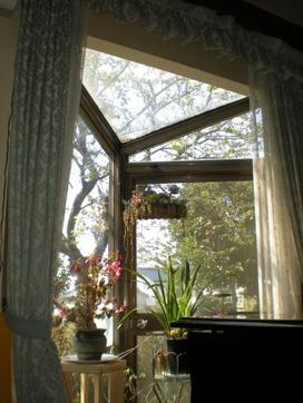 仕事部屋の三角窓
