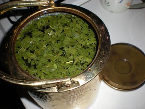 ヤカンでお茶を沸かす