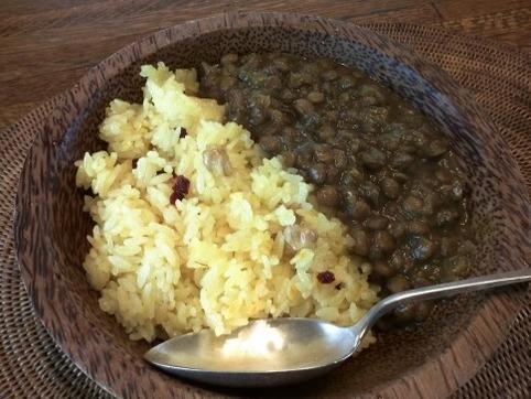 サフランライスと豆カレー
