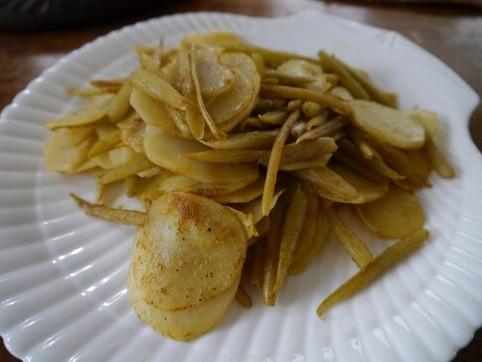 蕗とジャガイモのカレー粉炒め