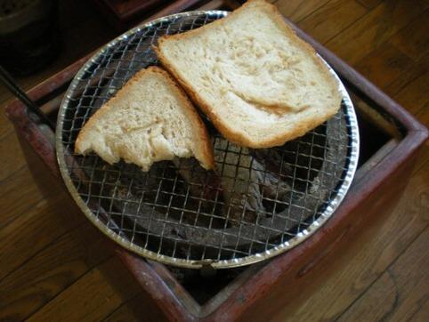 炭火でトースト