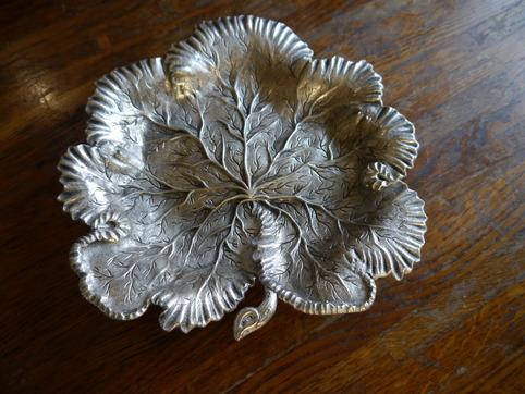 木の葉の銀器