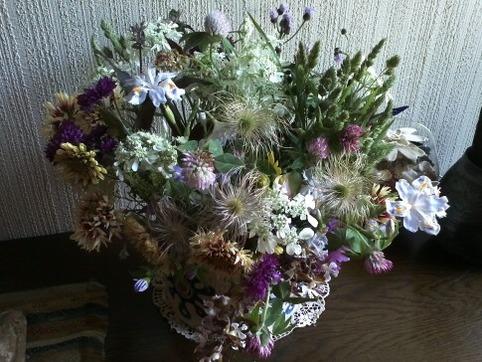 野花を飾る