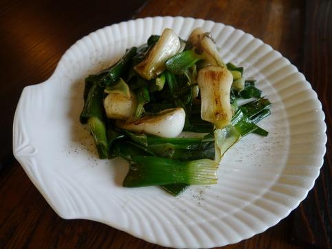 葉玉葱の塩炒め