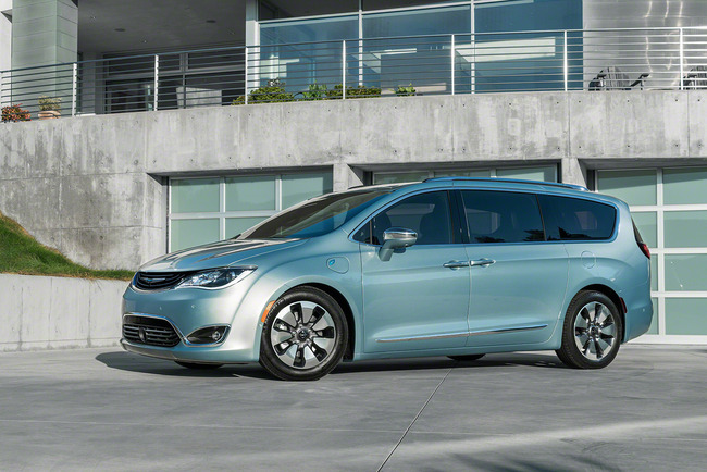 001-2017-chrysler-pacifica-hybrid-1