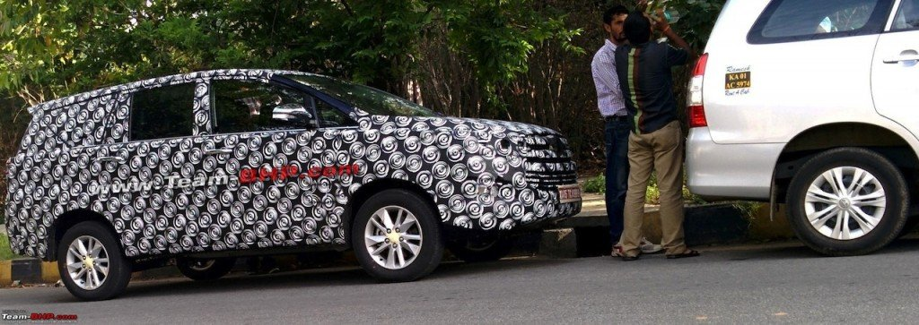 2016-Toyota-Innova-India-spied-side-... トヨタの新興国向