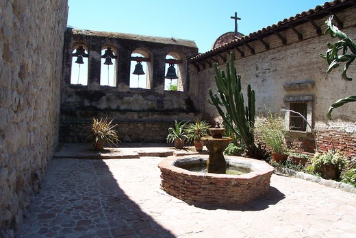 1280px-Mission_San_Juan_Capistrano_4-5-05_100_6548