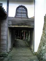童学寺、本堂脇の通り。