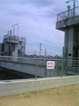 千切山川の水門。