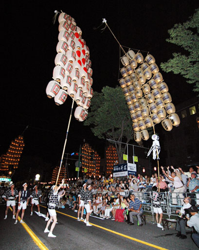 180802昨年の竿燈紹介 写真は昨年の竿燈です。 秋田駅の東側のアルヴェという複合ビルで竿燈が