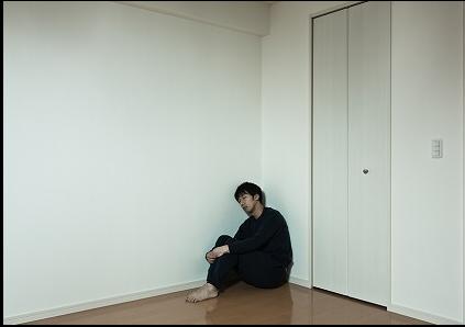 部屋でひとりぼっち