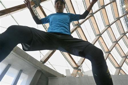 巨人宮國の股間をローアングルで撮影wwwwww