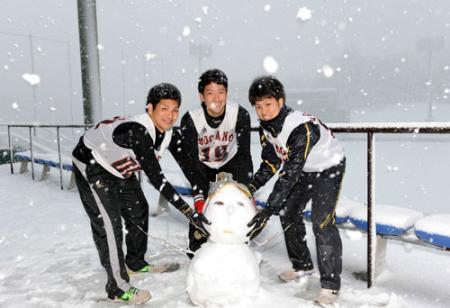 【巨人】菅野らが雪だるまつくった
