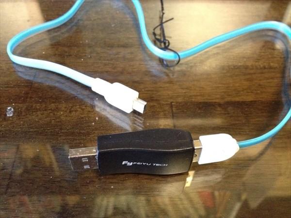 GoProブログ・USBデータコネクターとUSBケーブルを接続