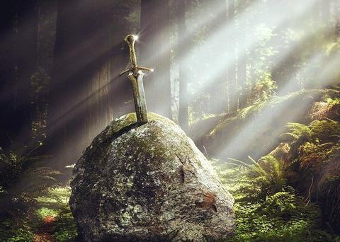 「伝説の剣と槍と斧が突き刺さっていたら」どれを抜く?