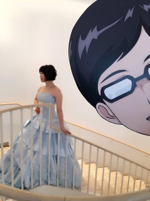 《ガルパン》華さんの声優・尾崎真実さんと役人のツーショットwwwwww