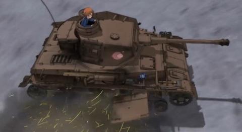《ガルパン》みたいに戦車って「ドリフト」出来るものなの?