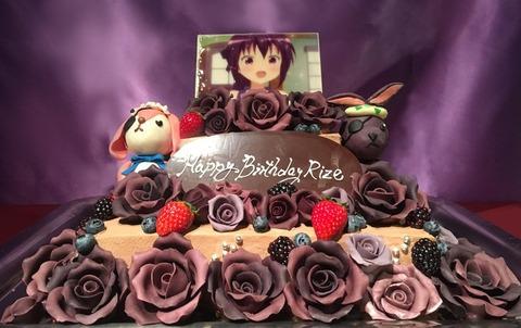 《ごちうさ》公式がリゼちゃんのお誕生日をお菓子の薔薇で飾ったスペシャルケーキでお祝い