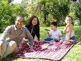 庭でピクニック