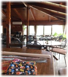 お教室用のテーブルから見たカフェ内