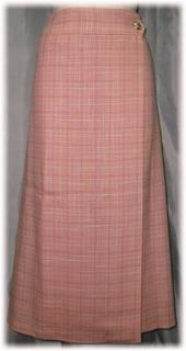 巻きスカートはサイズ調整可能