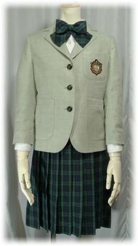 シロが小学校の卒業式に着たスーツ