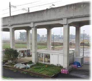 駅から見下ろした環境コンビニステーション