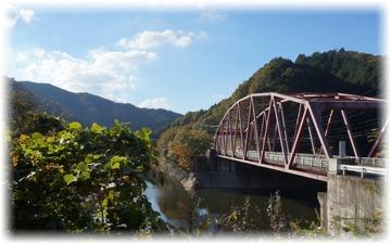 この赤い橋は・・