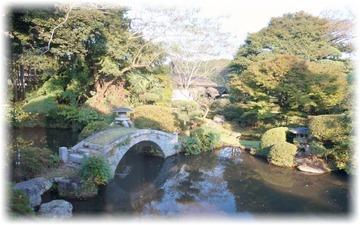 奥座敷の先にある池