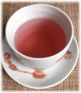 ほんのりピンクのザクロ茶にしました♪