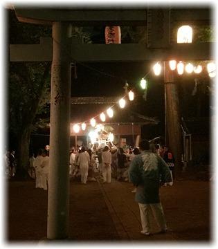 神社に戻って来た神輿