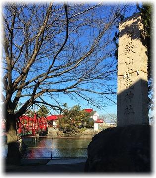 白龍神社は溜め池の浮島に立っていた