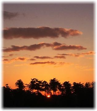 今朝の日の出時間の東空