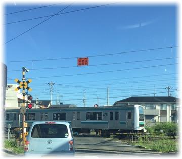 この電車は何線だろ?