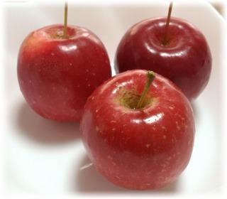 お弁当用に買った姫リンゴ