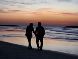 lovers_walking_at_sunset-t1