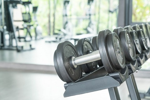 view-of-rows-of-dumbbells_1339-4863