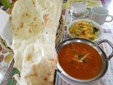 お昼御飯は近くのインドカレー屋。美味しいし安い。