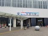 名鉄太田川駅へ到着。なんかコスプレの人がちらほらと…。