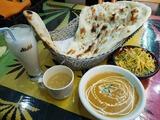 昼食はインドカレー屋さんでランチ。