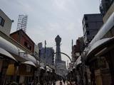 恵美須町で降りる。正面が通天閣。