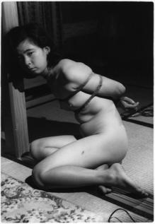 Y028前田真知子柔肌に喰い込む
