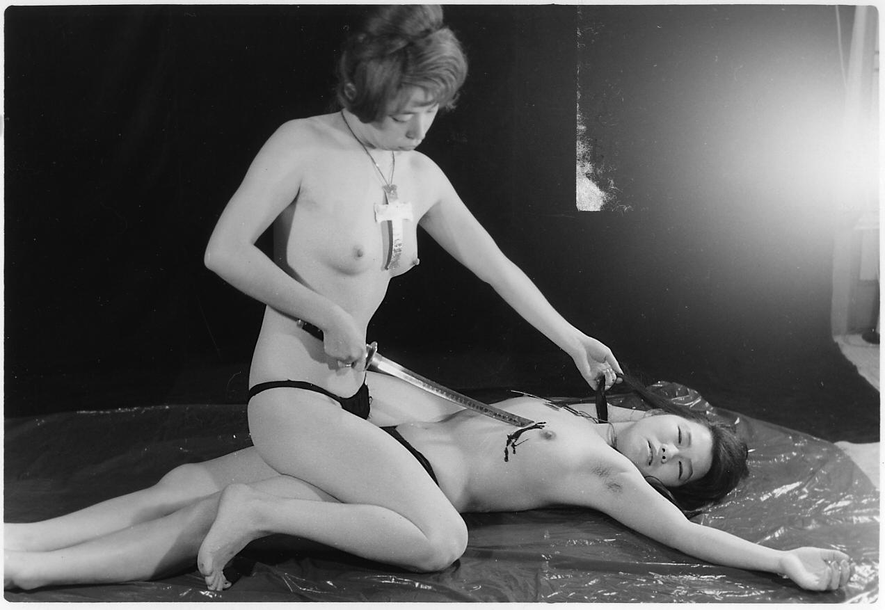 女 裸体 切腹 処刑