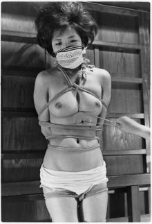 Z026梨花火箸で責める乳房