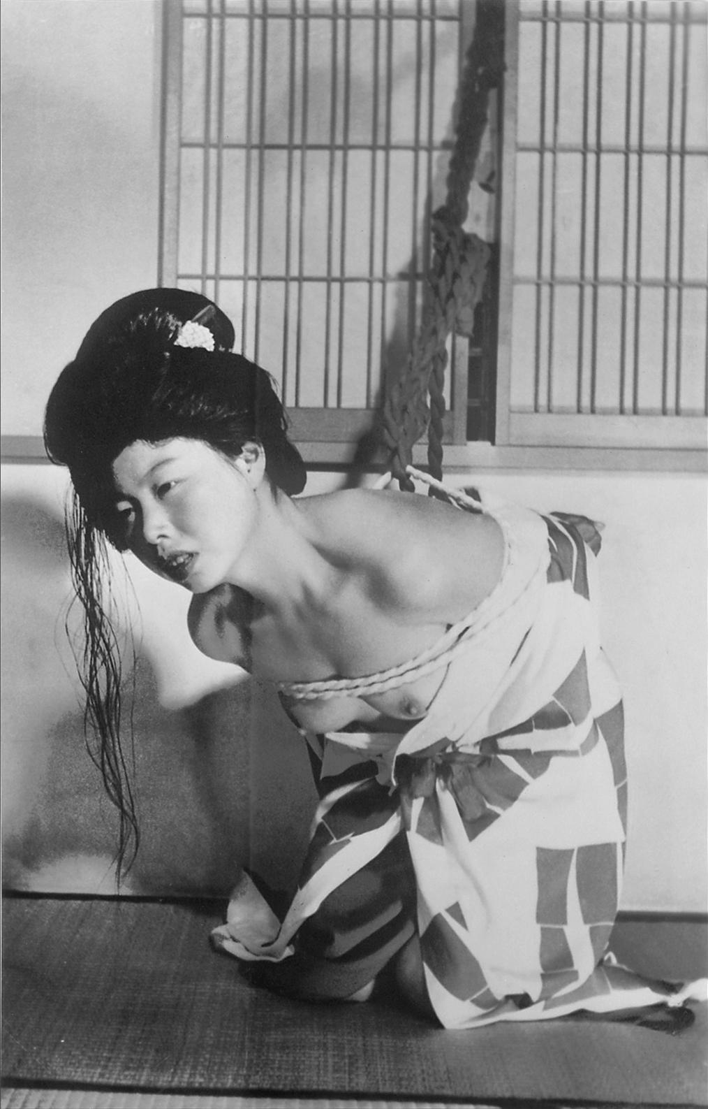昭和初期の全裸 思いますに、お盆用にケイサツの目を気にしながら、恐る恐る風俗アルバムを出版したところ、檻に入れられることもなく、1,000部限定のつもりが、予約だけでそれを ...