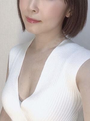 3秋吉奈々子