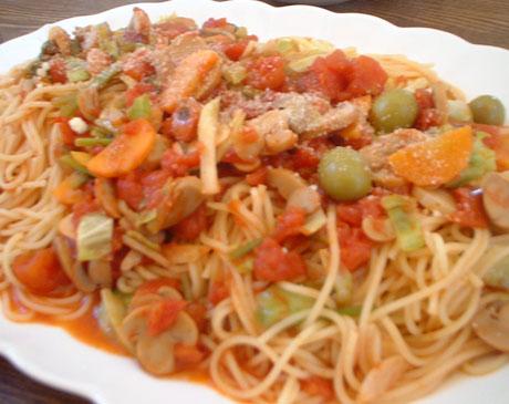あり合わせ野菜のトマトソーススパゲティ