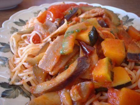 夏野菜とベーコンのトマトパスタ