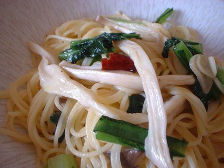 エリンギと小松菜のアーリョオーリョ・フェデリーニ